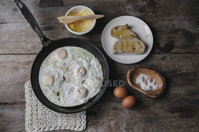 Dish of eggs, bread and sauce — Stock Photo
