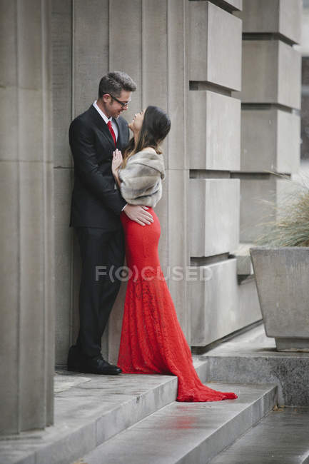 Couple embracing on the steps of a building. — Stock Photo