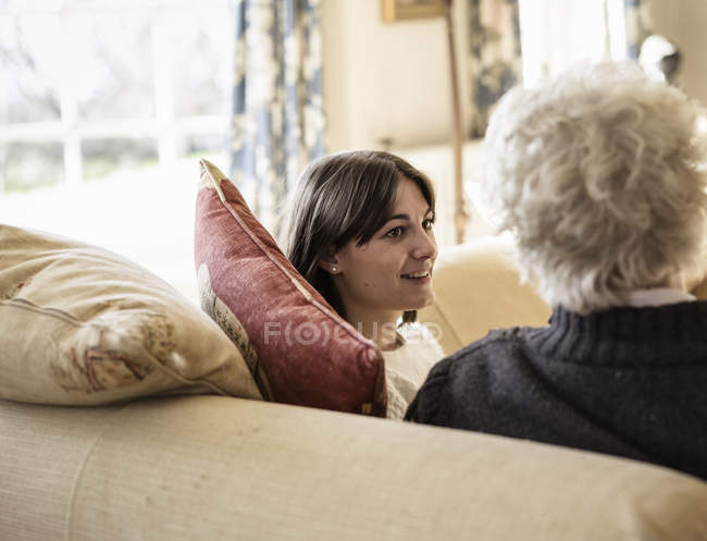 Women sitting and having friendly chat — Stock Photo