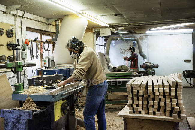 Man working on a piece of wood. — Stock Photo