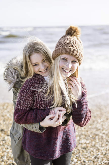 Girls on beach in winter time — Stock Photo