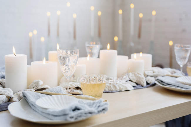 Table decoration with lit candles — Stock Photo