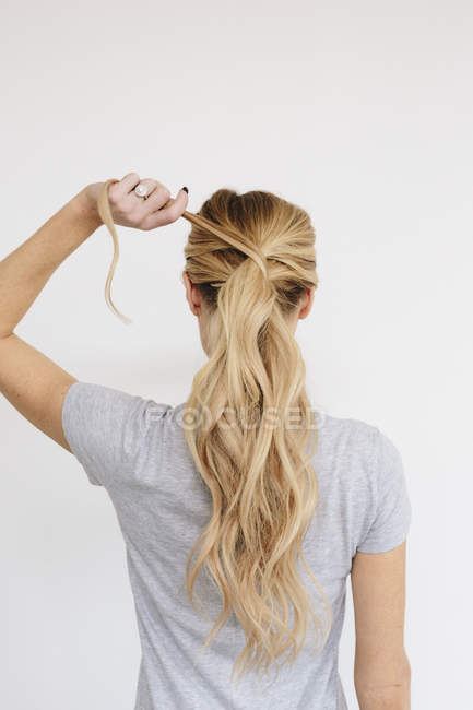 Woman with blond hair tied in ponytail — Stock Photo