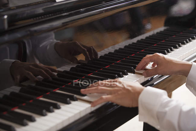 Close up of a pianist's hands — Stock Photo
