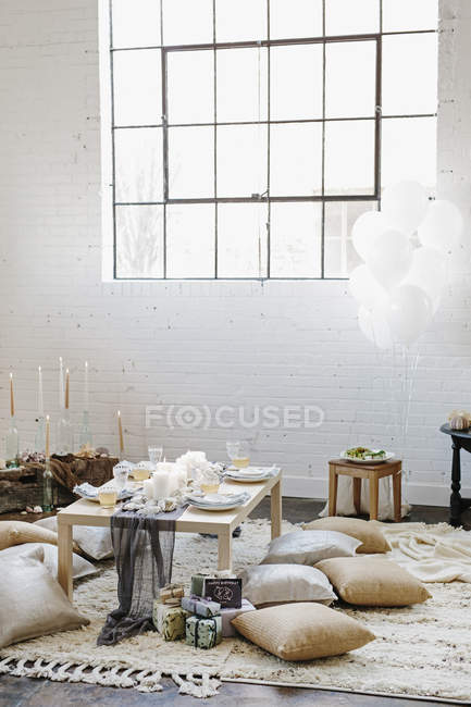 Low table laid for meal in room — Stock Photo