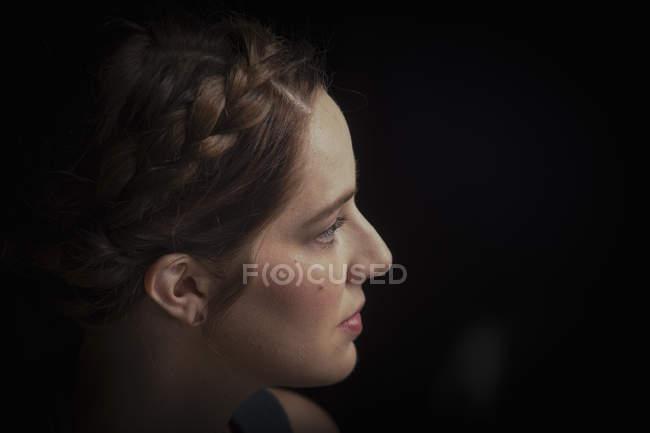 Портрет молодой откровенной женщины — стоковое фото