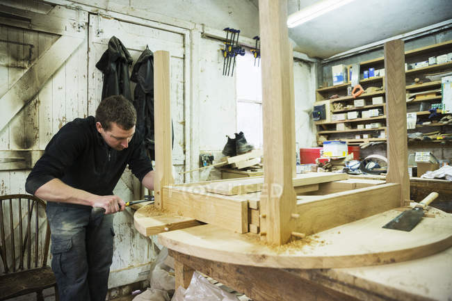 Man working in a carpentry workshop — Stock Photo