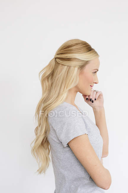Woman holding hand on chin — Stock Photo