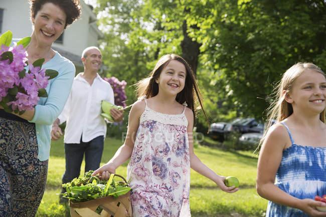 Sommer-Familientag auf dem Bauernhof — Stockfoto