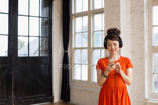 Woman wearing headphones in rehearsal studio — Stock Photo