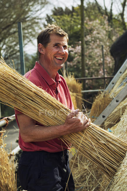 Thatcher carrying yelm of straw. — Stock Photo