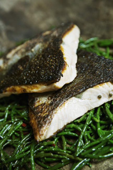 Grilled fish fillets with crispy skin — Stock Photo