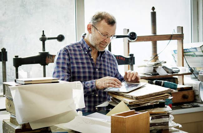 Man in a bookbinding workshop. — Stock Photo