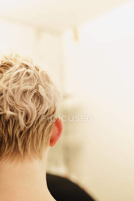 Woman with short wavy blonde hair — Stock Photo
