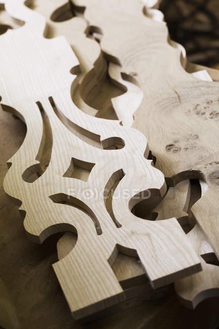 Резные деревянные предметы мебели . — стоковое фото
