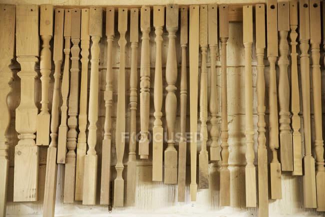 Selección de patas madera torneadas - foto de stock