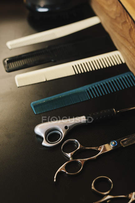Ow of hair combs — Stock Photo