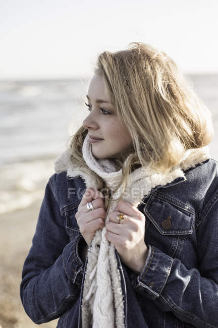 Girl on beach in winter time — Stock Photo