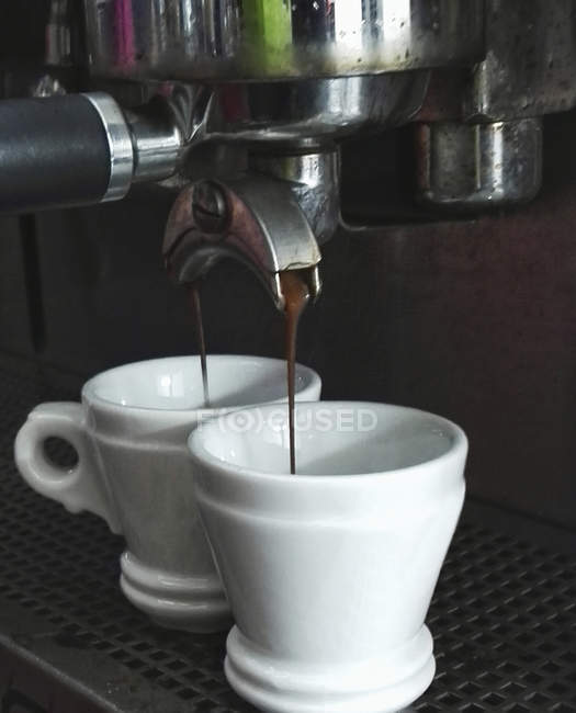 Espresso running into cups — Stock Photo