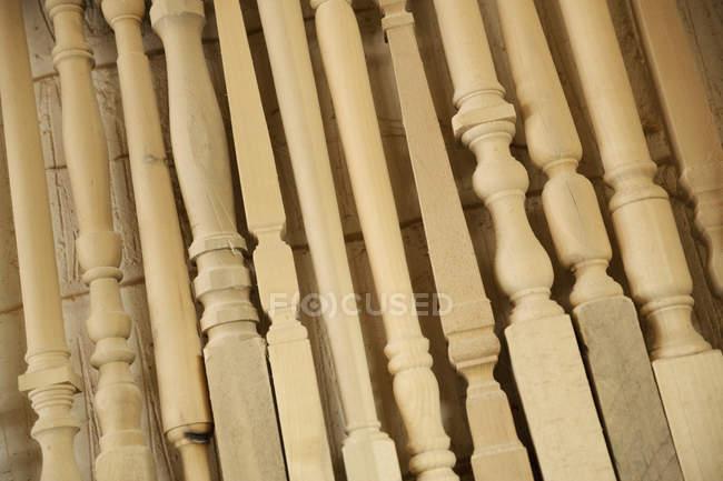 Vuelta patas de muebles de madera - foto de stock