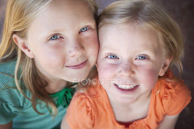 Portrait of two sisters smiling. — Stock Photo