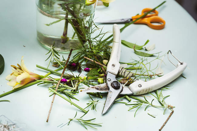Flower arranger's workbench — Stock Photo