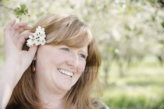 Woman holding a flower — Stock Photo
