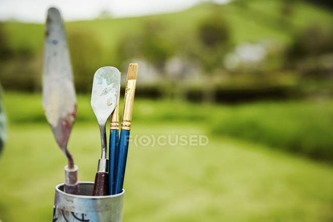 Paintbrush and palette knives — Stock Photo