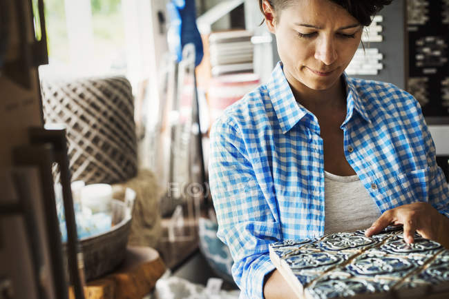 Woman looking at merchandise — Stock Photo