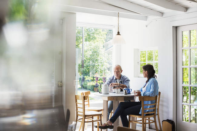 People seated at a coffee shop table — Stock Photo