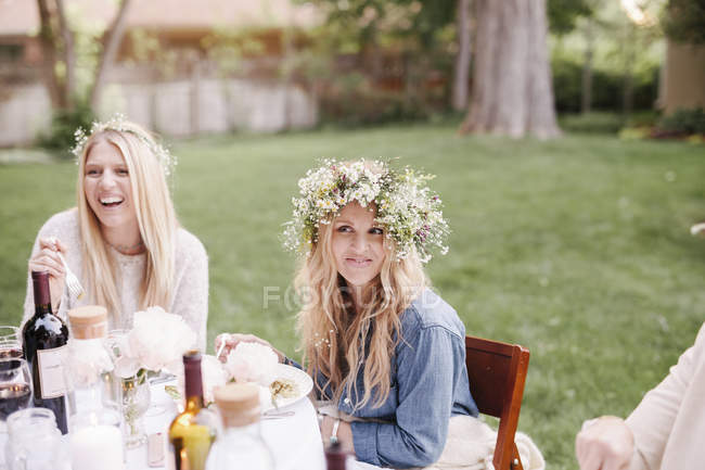 Women with flower wreaths — Stock Photo