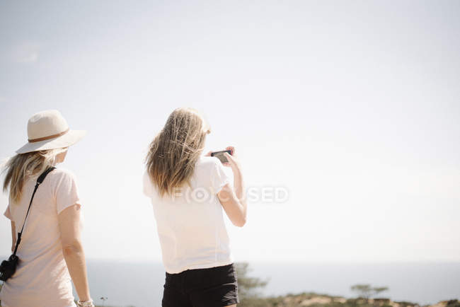 Woman and teenage girl taking picture — Stock Photo