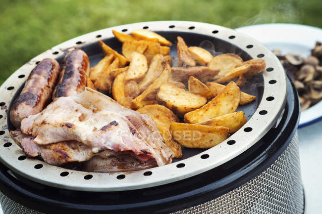 English Breakfast being prepared on stove — Stock Photo
