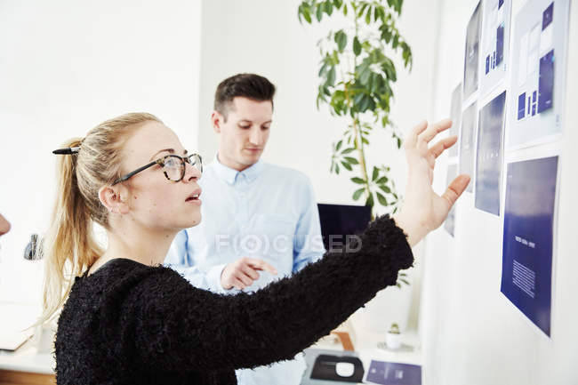 People project management and discussions. — Stock Photo