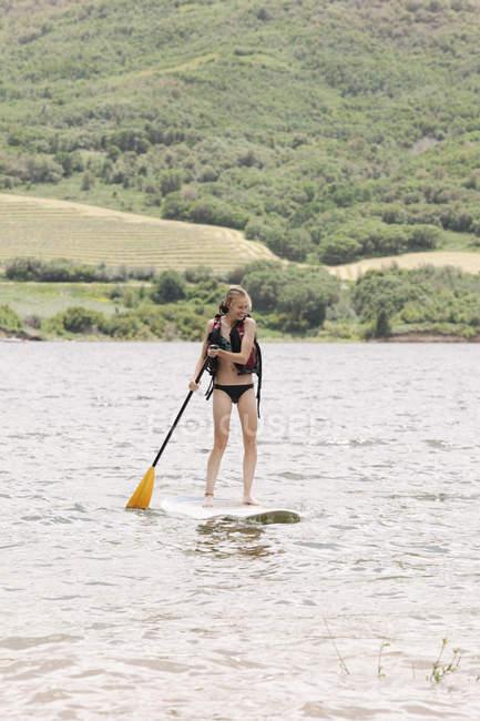 Дівчата, встати весло, серфінг — стокове фото
