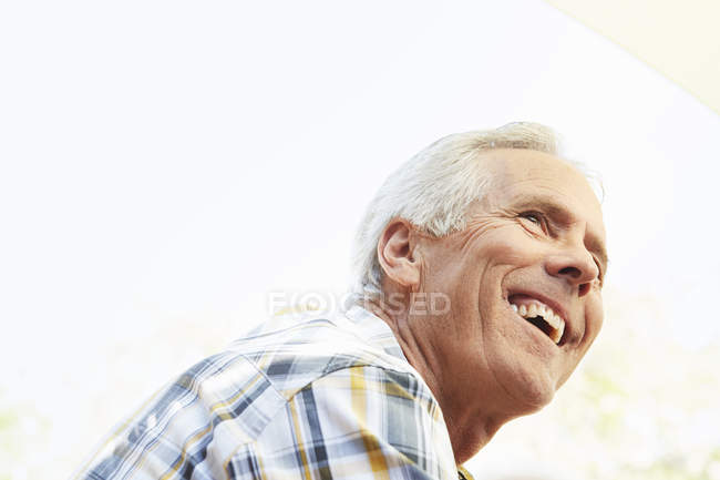 Homme senior souriant — Photo de stock
