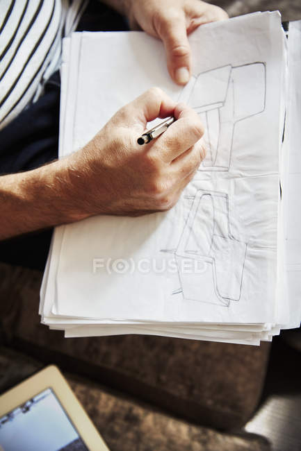 Man drawing sketches — Stock Photo