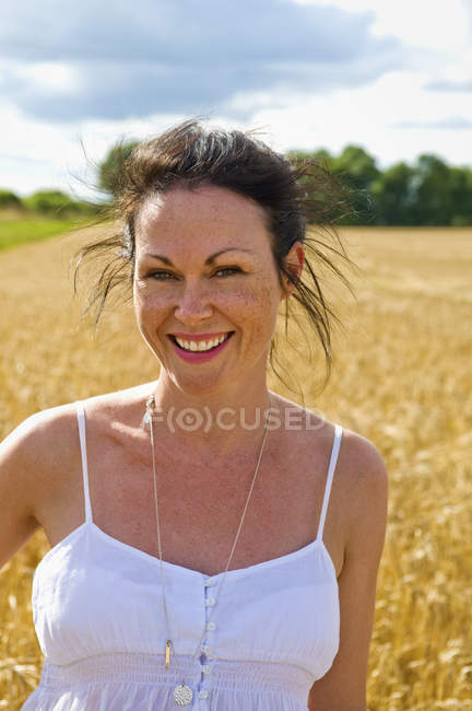 Woman in open countryside. — Stock Photo