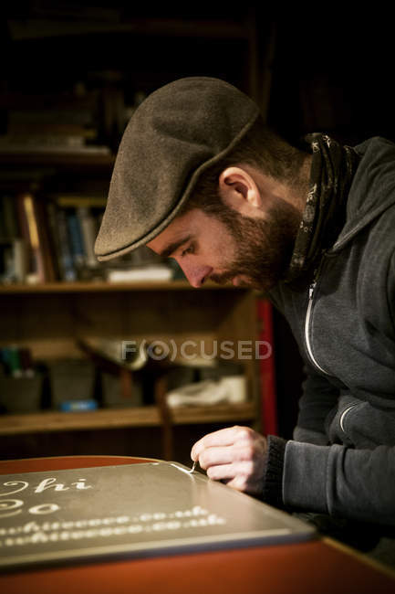 Signwriter working with loaded brush — Stock Photo