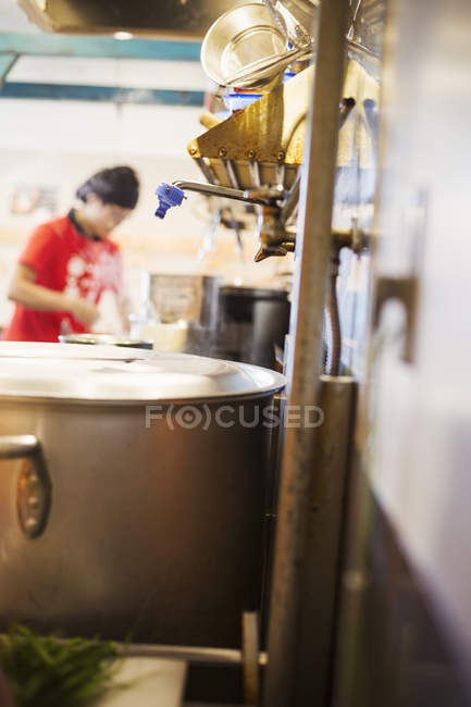 Chef working in ramen noodle shop. — Stock Photo