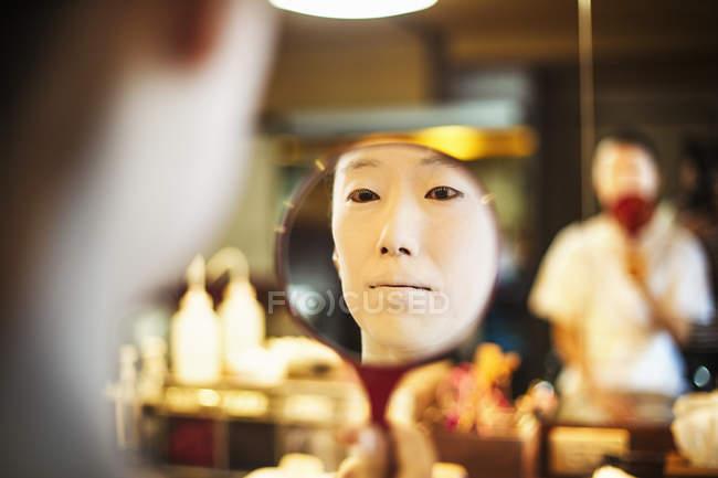 Modern geisha preparing in traditional fashion — Stock Photo