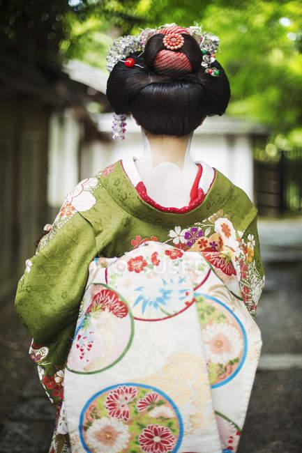 Woman wearing a kimono and obi — Stock Photo