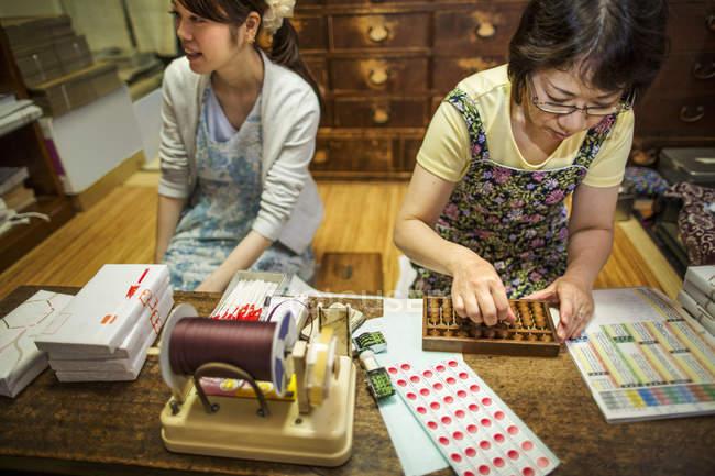 Tienda de dulces tradicionales wagashi - foto de stock