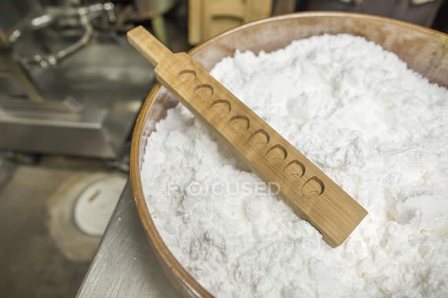 Piccolo produttore artigianale di wagashi — Foto stock