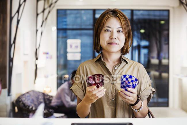 Продавщиця продажу Едо Kiriko скоротити скла — стокове фото