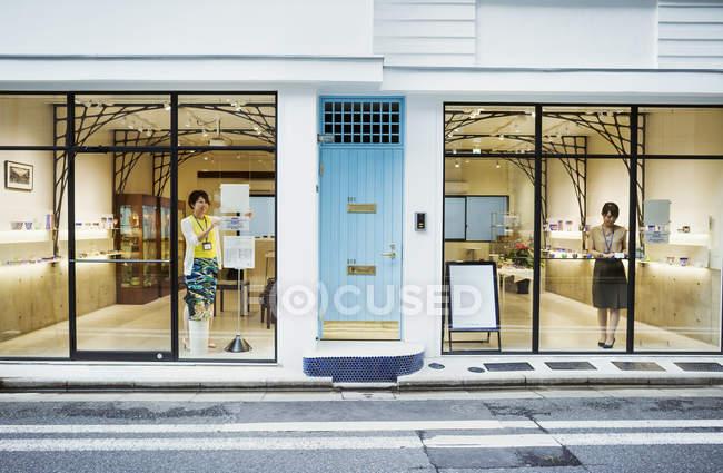 Магазин з продажу Edo Kiriko вирізати скла — стокове фото