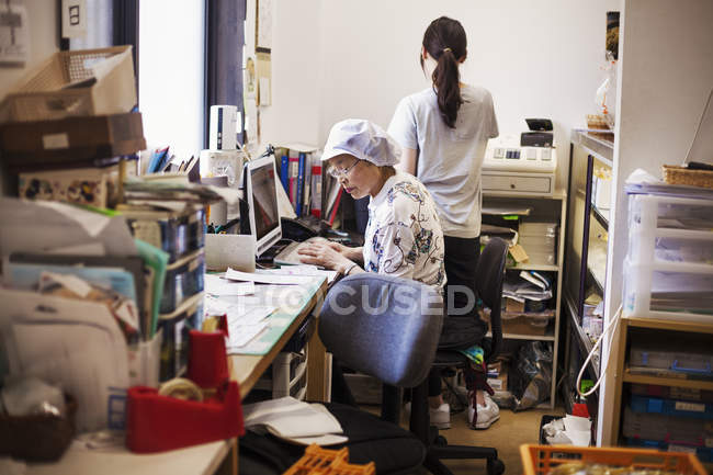 Mature woman in the office — Stock Photo