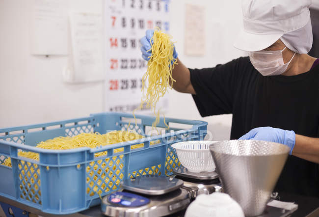 Worker in a soba noodle production unit. — Stock Photo