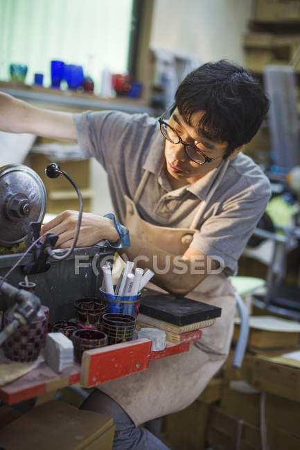 Craftsman at work in a glass maker's workshop — Stock Photo