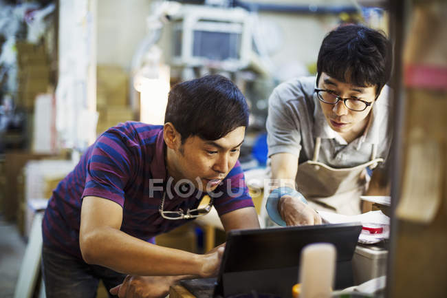 Men using a laptop computer — Stock Photo